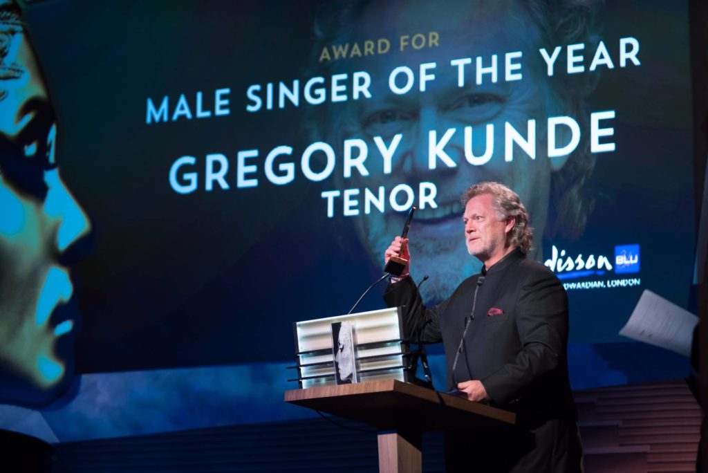 Gregory Kunde acceps his International Opera Award 2016