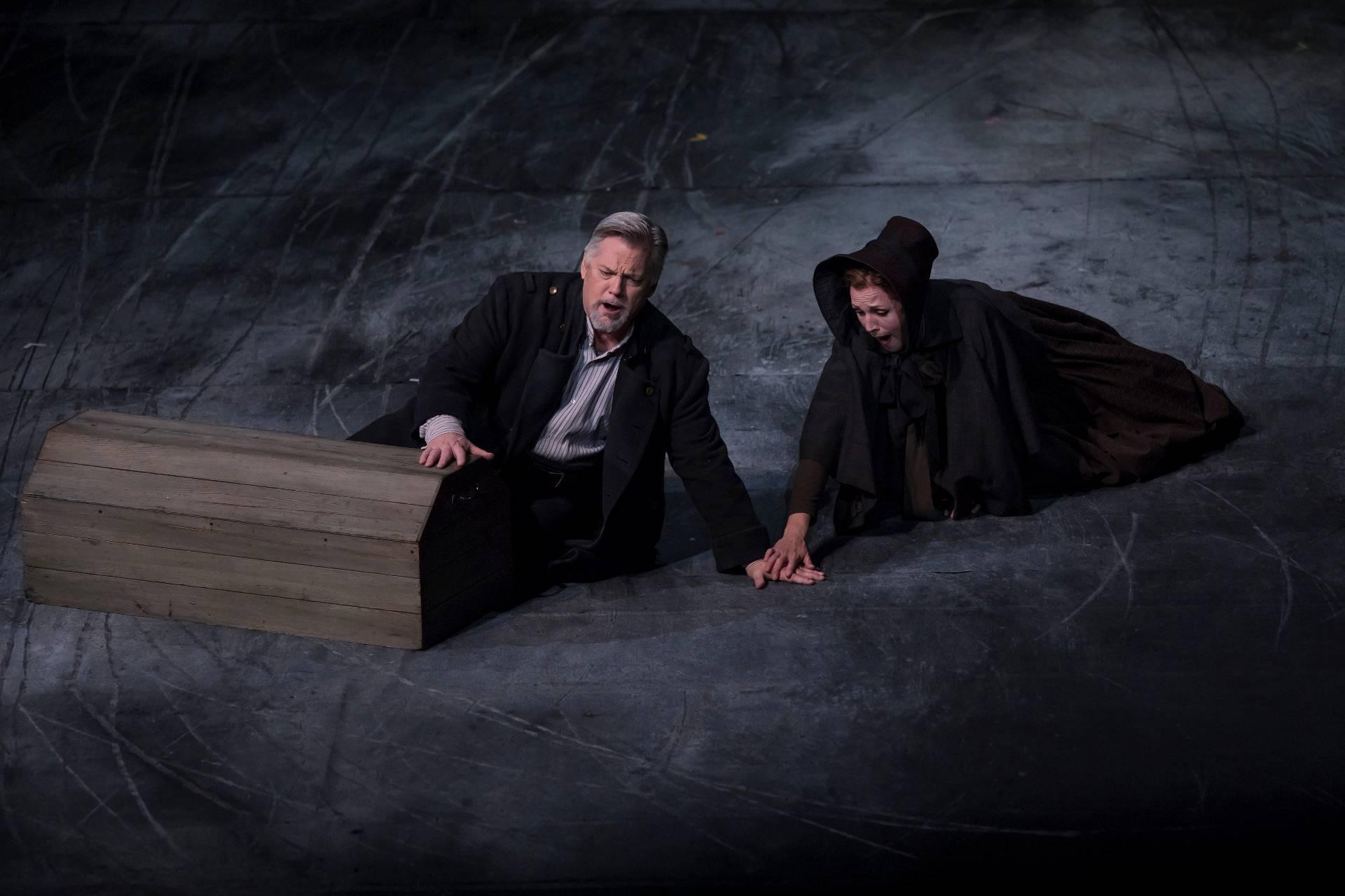 Peter Grimes de Benjamin Britten Primer acto. Fotografías: Miguel Lorenzo / Mikel Ponce